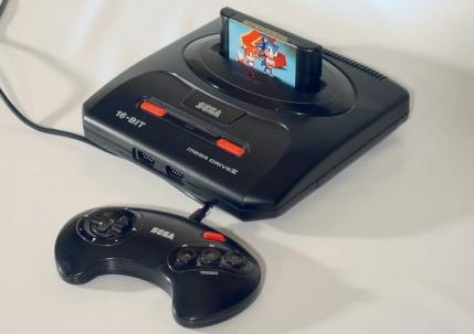 Sega Mega Drive 2 je najpoznatija, tj. najprodavanija verzija konzole za koju i nas vezuju najlepša sećanja