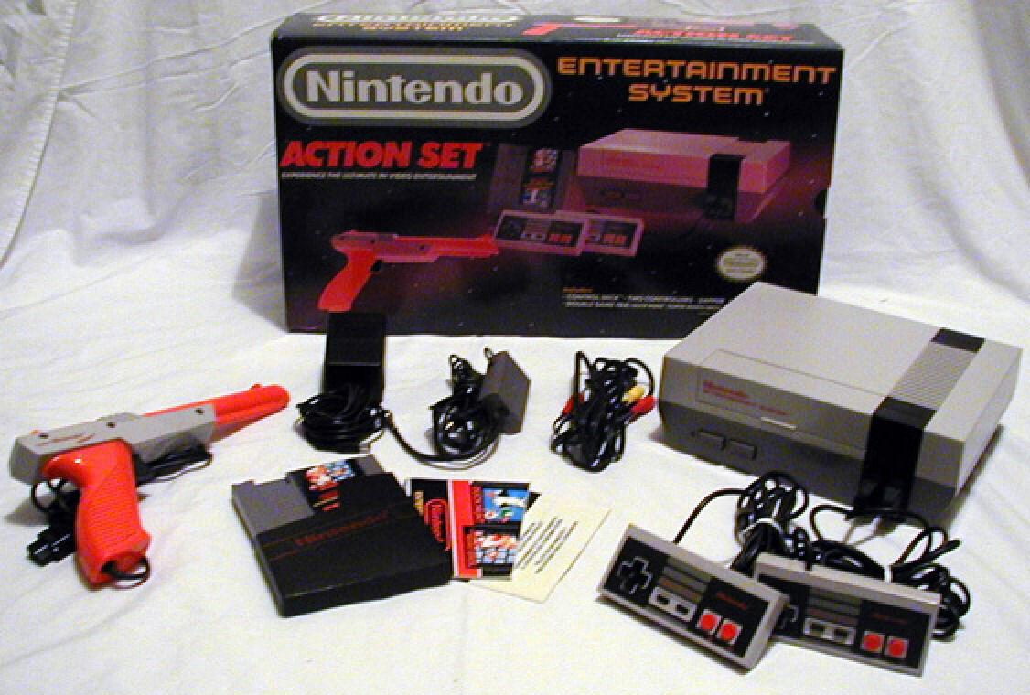 Originalni NES se isporučivao u više različitih pakovanja