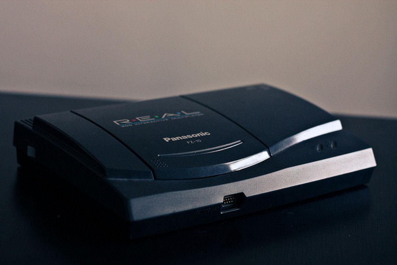 Panasonic FZ-10 je bio znatno manji i jeftiniji od svog prethodnika